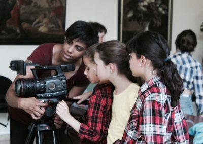 atelier vidéo avec les scolaires. apprendre à filmer avec un caméscope professionnel