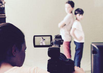 atelier vidéo avec les scolaires. apprendre à filmer avec un caméscope professionnel et se mettre en scène.